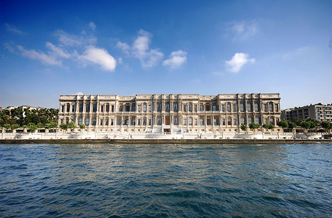 Hi_LW3100_82778826_IST_Palace_from_the_Bosphorus-670